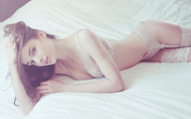 девченгки в нижнем бедье фото в постели